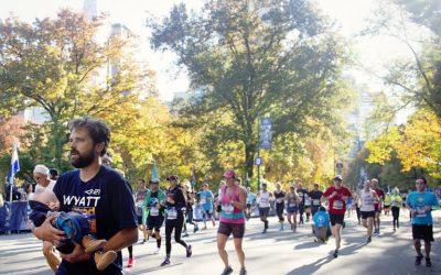¿Por qué un padre cruzó la línea de meta del Maraton de Nueva York con su hijo en los brazos?