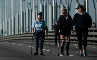 Mujer con parálisis completa la maratón de Nueva York