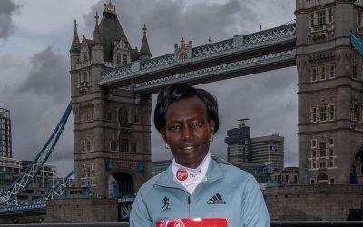Mary Keitany sale a buscar su cuatro título en el Maratón de Londres