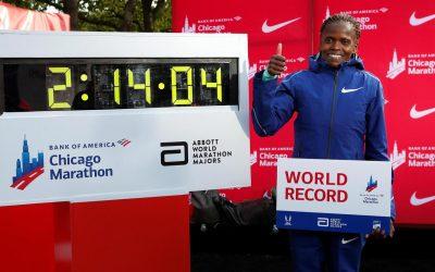 Brigid Kosgei quebró el récord mundial de maratón en Chicago