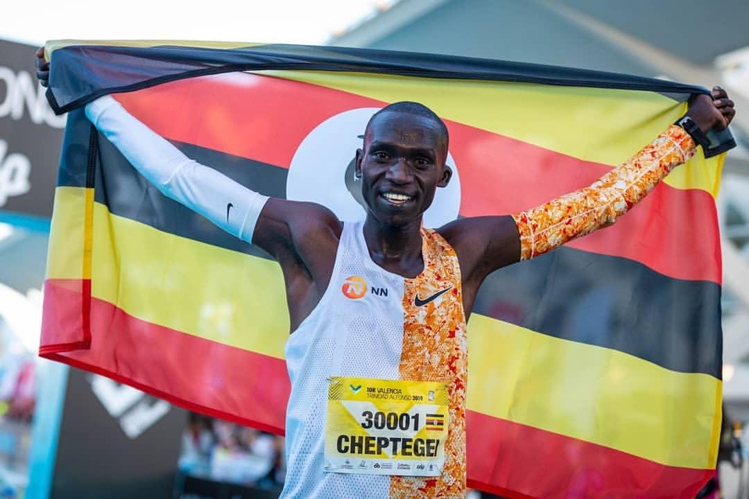 El ugandés Cheptegei bate en Valencia el récord del mundo de 10K